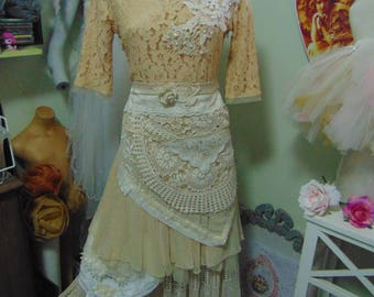 Stunning Shabby Chic Boho Hippy Tiered  Outdoor Bride sz 10 Vintage Special Occasion Romance Laces Vintage Crochet Embellished Dress