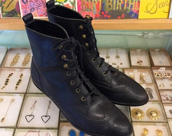 Vintage 80s leather Lace Up Wingtip Booties by FLINGS  Size 7 (may fit size 6 or 61/2) Made in Brazil