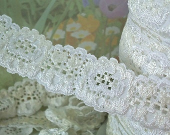 3yd Stretch Lace Ribbon White Lace Elastic Trim 1 inch wide DIY Baby Headbands, lingerie Edging Scallop edge floral design