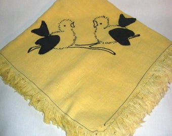 SMaLL ViNTAGE - 1940's MUSTaRD COLORED TABLECLOTH/TABLECOVERiNG with BLACK STiTCHED BiRDS For SPRiNG