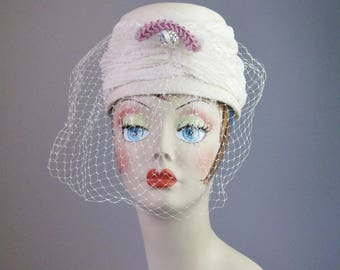 Ivory Turban / Vtg 50s / Unsigned fabric turban with pink jeweled ornament