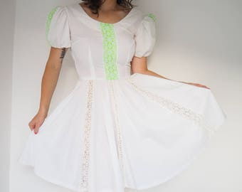 Kawaii dress // Square dancing dress// White vintage dress / 70s dress / White lacy dress / White and green dress / Dress with puff sleeves