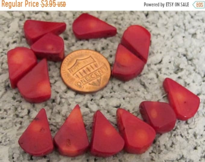 SALE 20 Beads - Teardrop shape small briolettes red bamboo coral beads - GM088