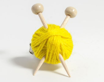 Yellow Wool Knitter's Brooch - Yarn Ball and Knitting Needles Pin