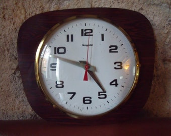 french 70's kitchen wall clock ,Hangarter, working , nice condition