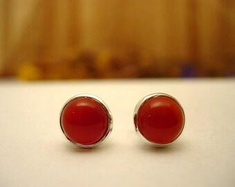 Stud Earrings in silver and carnelian.