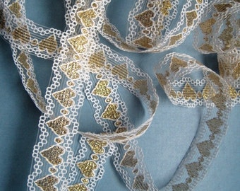 """Romantic Lace Trim With Hearts, White / Gold, 7/8"""" inch wide, 1 yard, For Scrapbook, Mixed Media, Home Decor, Apparel, Accessories"""