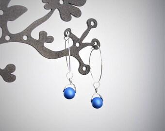 Hoop earrings with blue beads