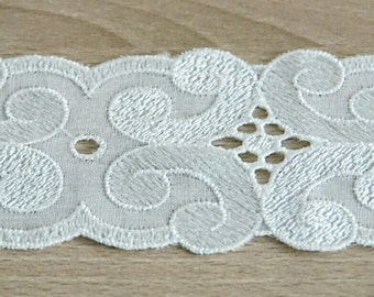 White lace ribbon and trim, embroidered ribbon, 6 cm x 490 cm.