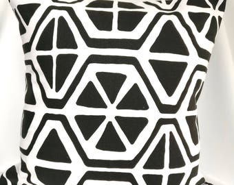 SALE Pillow cover Black and white Pillow case, Black pillow, geometric pillow, Decorative Pillows 18x18, 16X16, 14x14, 12x12, 10x10