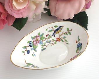Aynsley avocado dish with Pembroke pattern, white bone china with flowers and bird, gilt trim, textured ceramic, circa 1980s
