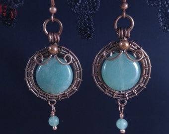 Handmade dangle earrings with green aventurine in oxidized antiqued copper wire. Unique wire wrapped vintage jewelry Victorian inspired.