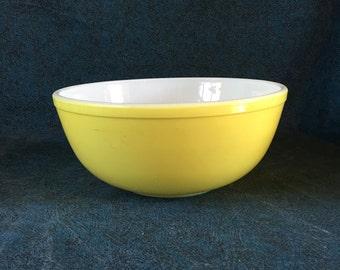 Vintage Pyrex 4 Quart Yellow Mixing Bowl, Nesting Bowl