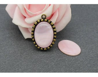 18 x 13 or 14 x 10: Pearl oval cabochon pink CG18