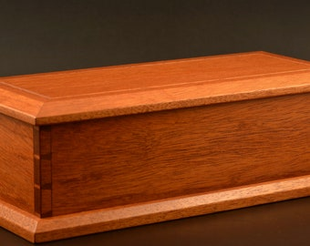 Dovetailed Box made in Mahogany trinket keepsake pen pencil
