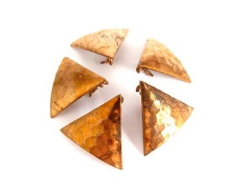 Vintage Raw Copper Hammer Textured Triangle Charms (6x) (V120)