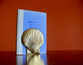 Large Brass Seashell Bookend, Cast Brass Scallop Seashell Bookend, Regency Beach House Decor, Seashell Nautical Library Office Shelf Decor