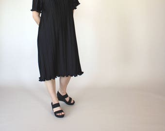 Minimalist Black Pleated Dress // Tunic // S // M // Ruffled Hem // 1970s // Accordion Pleats