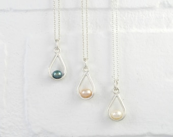Sterling SILVER Teardrop PEARL Necklace. Everyday Minimalist Silver Freshwater Pearl Pendant + Sterling Silver Chain. Single Pearl Necklace.