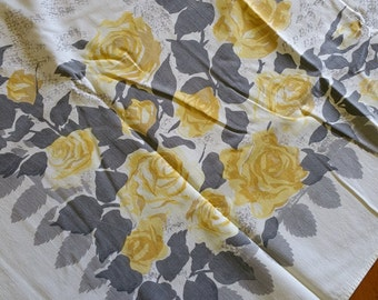 TCC009 ~ Vintage cutter tablecloth Wilendur fabric Yellow roses Gray leaves *Cutter*
