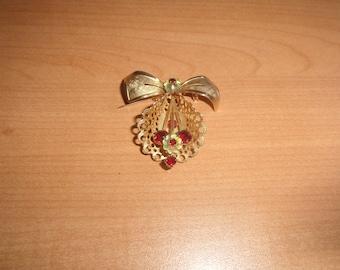 vintage pin brooch goldtone red white rhinestones