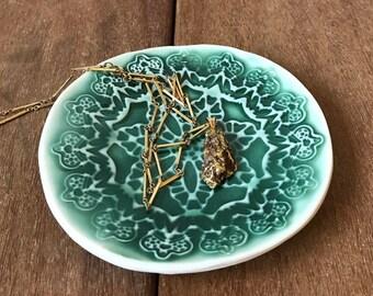 Ceramic Ring Dish, Ceramic Jewelry Dish, Pottery Ring Dish, Ceramic Catchall, Green Textured Dish, Textured Catchall Bowl, Lace Texture