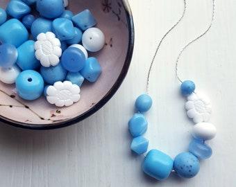 Kornblume - Halskette - Feder-Schmuck - blau, Französisch Blau, Asymmetrie - Vintage Perlen, Blumen-Halskette