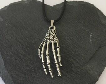 Halloween skeleton hand necklace / skeleton jewellery / Halloween necklace / Halloween jewellery / Halloween gift