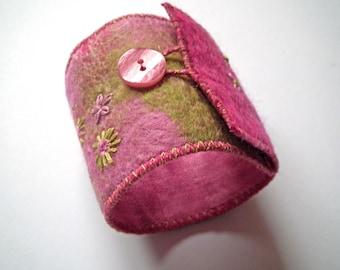 Felt Cuff, Textile Art Bracelet, Handmade Felt, Wearable Fibre Art, OOAK Gift, Textile Jewellery, Textile Cuff, Free UK Shipping, UK Seller