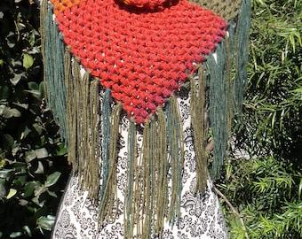 Triangular cowl scarf