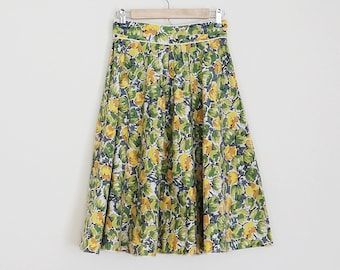Vintage 50s 60s floral high waisted full skirt // Size XS