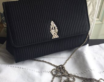Vintage Evening Bag Black Textured Satin Rhinestones Clasp Jewelled Silver Chain 1920 Art Deco style Excellent For women evening parties