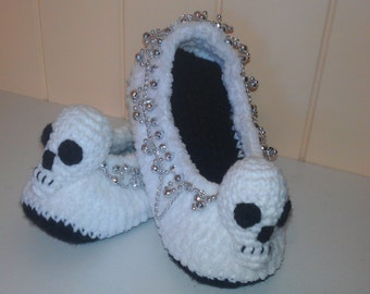Skull Slippers crochet pattern in English only