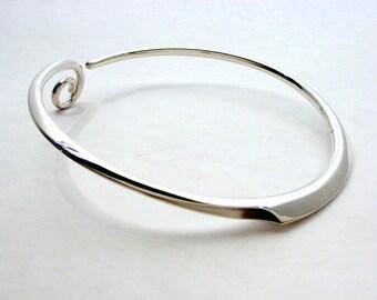 Original Finnish Design. Anticlastic FAUNI-necklace. Silver