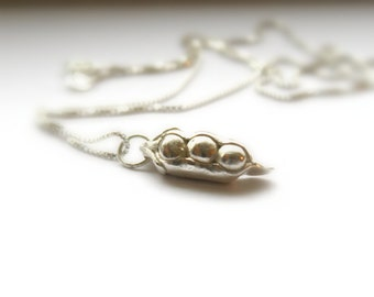 Three Peas In A Pod Necklace, Sentimental 3 Peas In A Pod, Triplets, Pea Pod Pendant, Mothers Necklace, Best Friend, Personalized