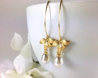 Pearl Drop Earrings Gold Flower Pearl Dangle Earrings Wedding Jewelry Bridesmaid Earrings Gold Pearl Earrings Bridesmaids Gift White Pearl