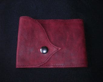 wallet in dark red leather, making atisanale snap