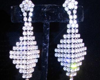 EXQUISITE Vintage Wedding Bridal Rhinestone Chandelier Earrings  Great Sparkle Prom Party Bridemaids Runway SILVERTONE