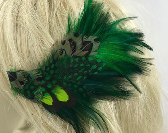Vibrant Emerald Green Feather hair or hat clip,Beautiful organic green feather hair clip,Bright Green  feather fascinator, Festival feathers