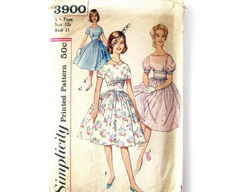 1950s Full Skirted Party Dress Prom Dress with Fitted Midriff Vintage Sewing Pattern / Simplicity 3900 / Teen Size 12s Bust 31
