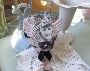 Heart-shaped Mom Ornament - Victorian Mom Ornament