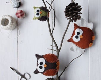 Mobile with owls of felt