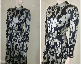 Beautiful Vintage 90s silk dress by Albert Nipon size 8