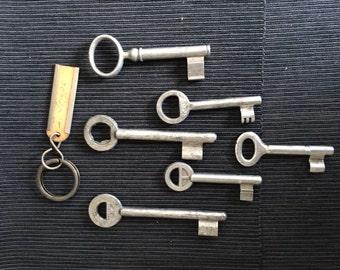 Vintage English set with 6 aluminum key