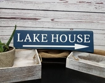Lake House Sign / Rustic Lake House / Farmhouse Decor / Vacation Home Decor / Wood Sign / Primitive / Lake House Gift / Vintage / Distressed