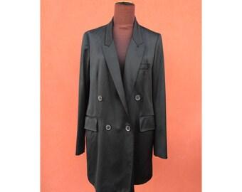 Elegant long black jacket for woman