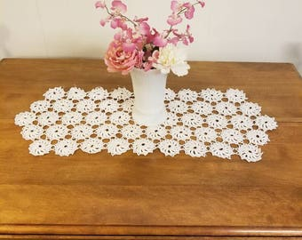 Vintage lace crocheted tatting table runner white cream 29×11 inches handmade