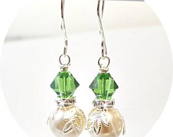 Earrings, Green Earrings, Bridesmaid Jewelry, Wedding, Pearl Earrings, Dangle Earrings, Spring Wedding. Summer Wedding, Bridal Accessories