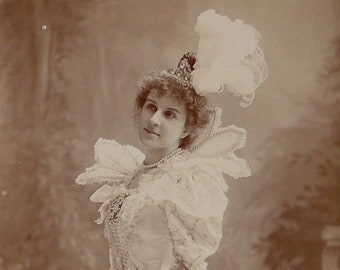Flora Macdonald, Opera singer, D'Oyly Carte Company, cabinet card, antique. In costume for a role. Warwick Brooks, Manchester. 1896-1900.