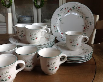FREE SHIPPING 20 Piece Set Pfaltzgraff Winterberry Dinner Plates (8) Salad Plates (4) and Cups (8) Beautiful 20 piece set